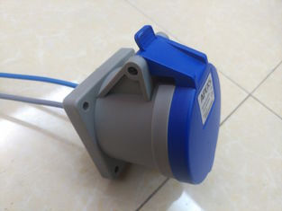 China 323 2P+E 32AMP 220-250V Standard Socket IP44 Weather-protected 3rd Generation Industrial Plug Sockets supplier